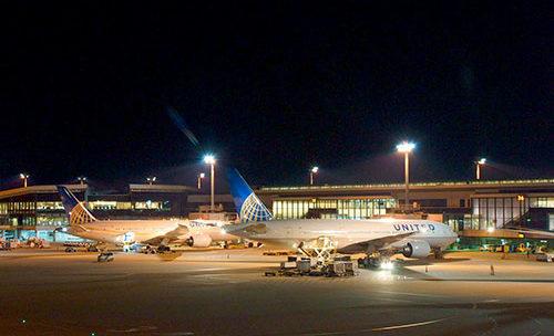 Информация про аэропорт Атамбуа  в городе Атамбуа  в Индонезии